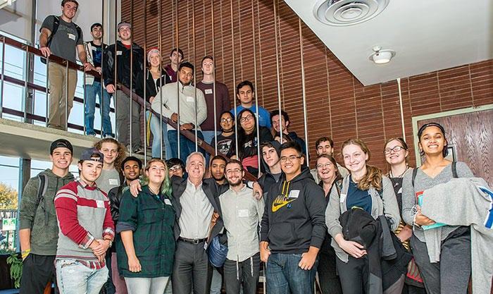 ホフストラの学生が Spectronics を訪問。